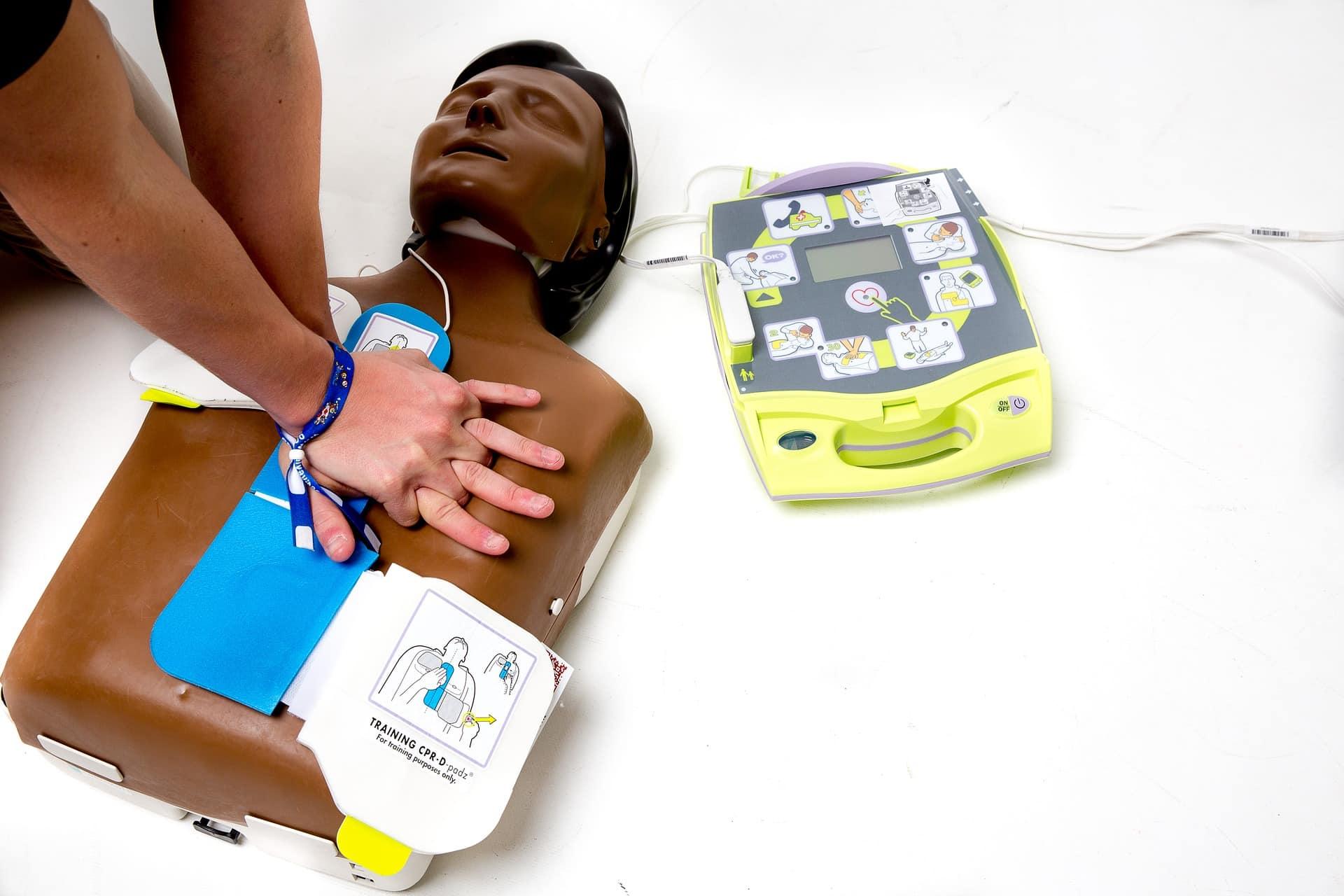 Défibrillateur externe automatisé - Défibrillation